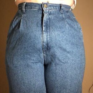 Vintage Lee Mom Jeans with Pleat Details